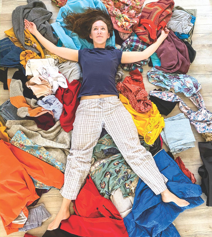 Kleiderschrank aufräumen mit System Tipps
