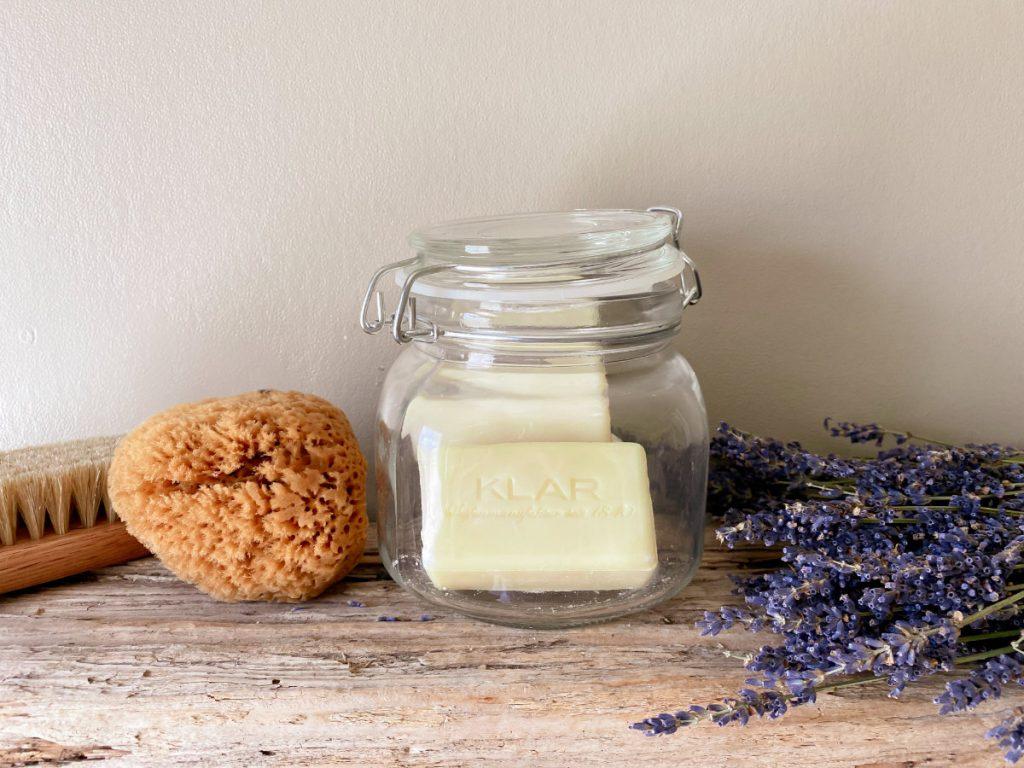 Feste Seifen und Shampoos für mehr Nachhaltigkeit im Badezimmer