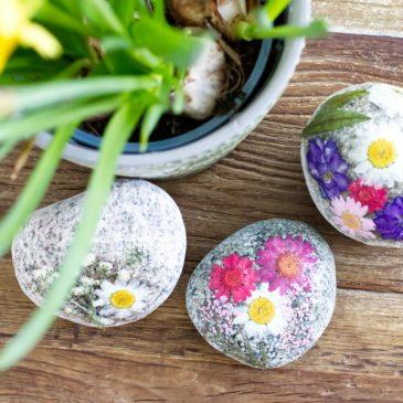DIY Osterdeko und Geschenke mit Trockenblumen – Basteln für Ostern mit Kindern